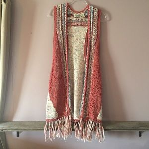 BKE LONG KNIT VEST WITH FRINGE